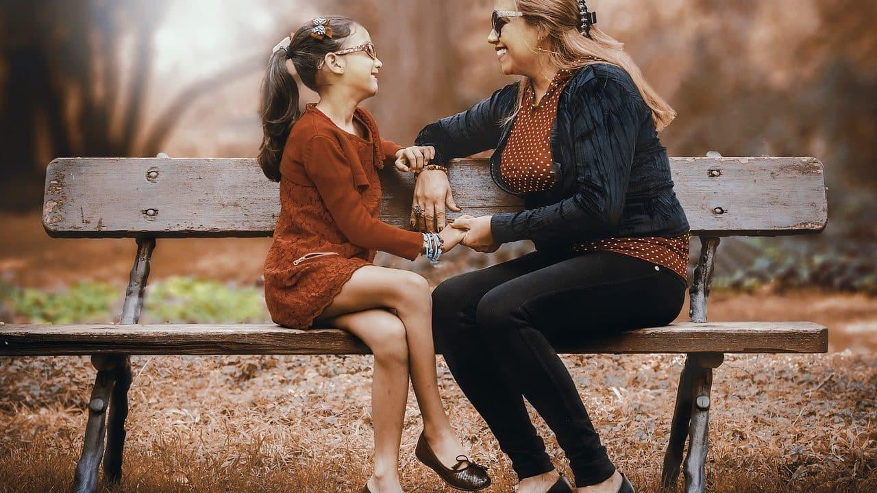 https://alohaecuador.com/wp-content/uploads/2019/04/mother-and-daughter-3281388_1280-1280x720.jpg