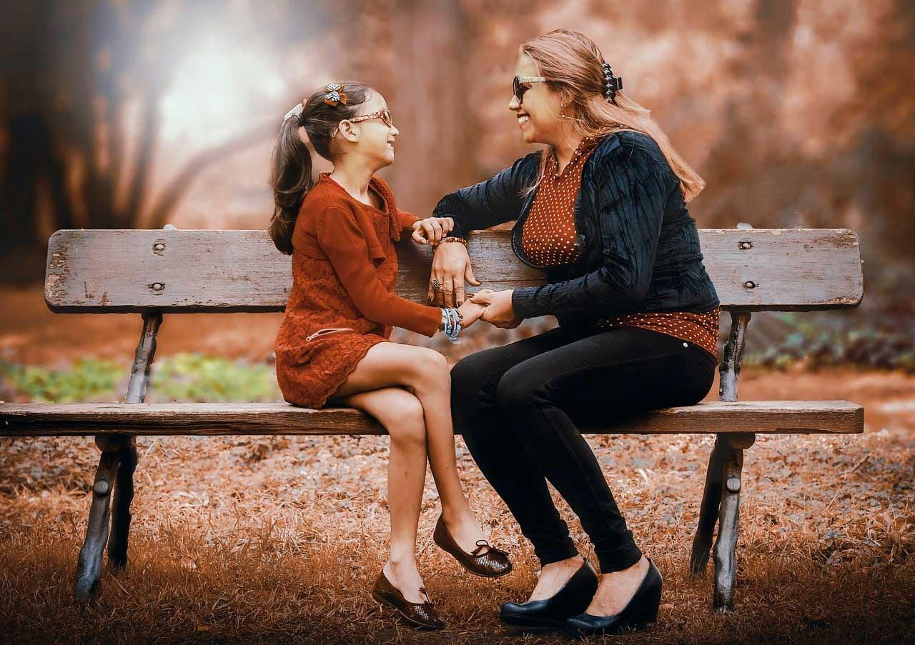 https://alohaecuador.com/wp-content/uploads/2019/04/mother-and-daughter-3281388_1280.jpg